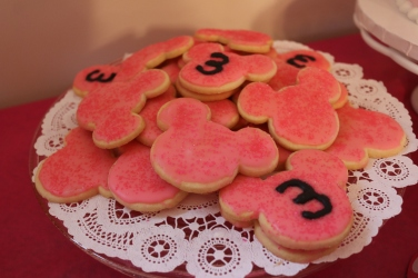 The yummy homemade sugar cookies.