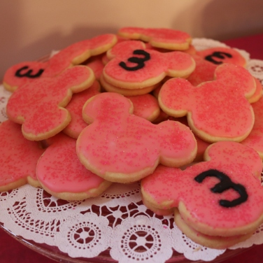 The yummy homemade sugar cookies.